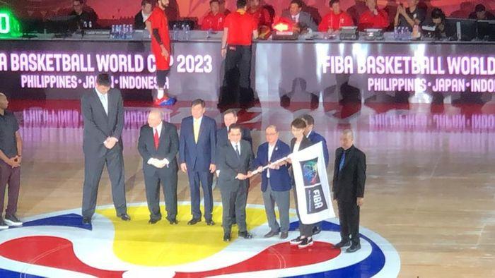 Penyerahan estafet tuan rumah Piala Dunia Basket 2023. Foto: ist.