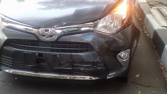 Mobil Daihatsu Ayla yang ditabrak pelaku. (dok. istimewa)
