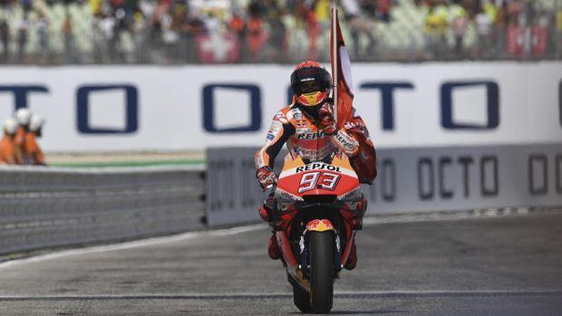 Marquez masih jadi rookie terbaik di kelas MotoGP, di 2013 dia langsung jadi juara dunia meski berstatus pendatang baru