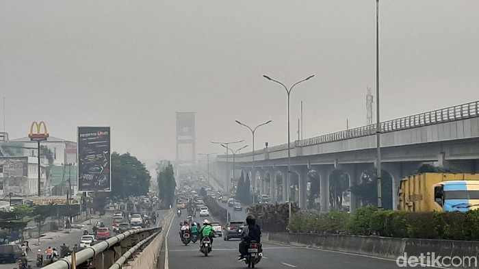 Foto: Kabut asap selimuti Palembang, Senin (19/9/2019) (Raja Adil Siregar/detikcom)