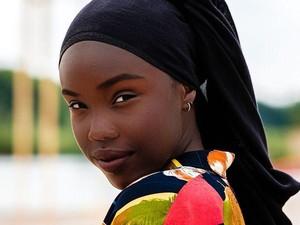 Ini Hijabers Kulit Hitam Pertama yang Masuk Top 20 Holands Next Top Model