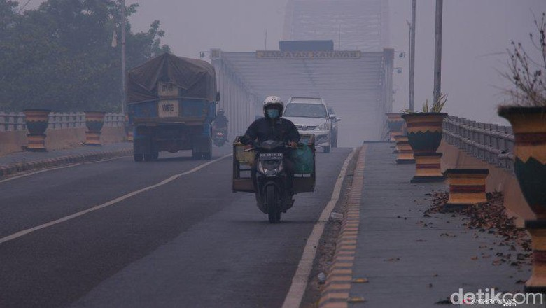 Kabut Asap Makin Parah di Palangka Raya, Jarak Pandang Hanya 400 Meter