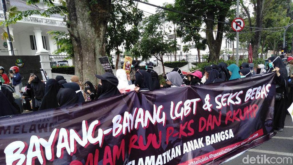 Massa Demo di Bandung: RUU PKS Tak Tepat Diterapkan di Indonesia