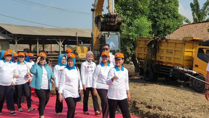 Foto: Iriana Jokowi Canangkan Gerakan Indonesia Bersih (Isal Mawardi)