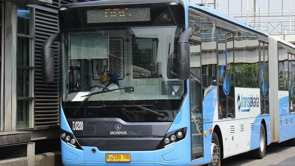 Naik Bus Sambil Kulineran Asyik Gaya Kekinian di Seputar Halte