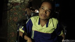 Yayasan Roda Harapan Indonesia meminjamkan kursi roda gratis di Jonggol dan sekitarnya. Ada juga inkubator gratis untuk bayi prematur yang kurang mampu.