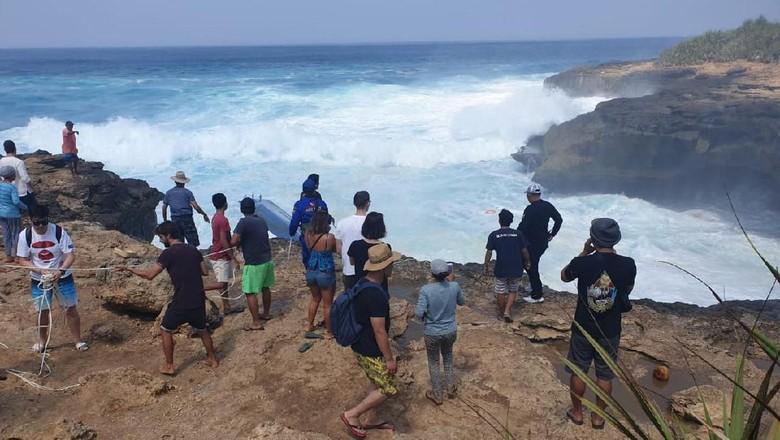 Momen kapal tenggelam di Devils Tear Nusa Penida, Klungkung, Bali. (Aditya Mardiastuti/detikcom)