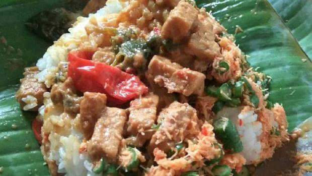 menu sarapan nasi ponggol khas Tegal