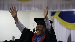 Wisuda ke-120 ITS Surabaya, Wisudawan Tertua Berusia 71 Tahun