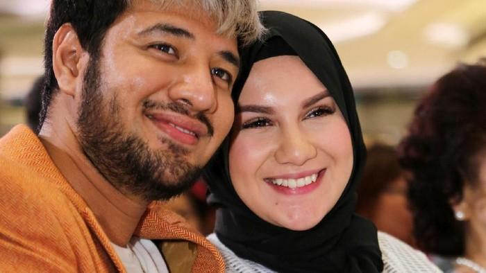 Ammar Zoni dan Irish Bella saat ditemui di Lippo Mall Puri. (Foto: Ismail/detikFoto)