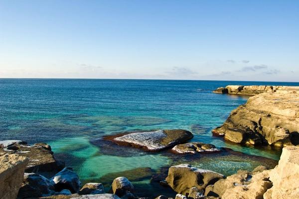 Ceritanya kenapa disebut laut karena dulunya perairan ini sangat luas dan berair asin, serta dikelilingi oleh pasir. Namun ilmuwan menyebutnya danau karena karakteristiknya lebih ke danau. (iStock)