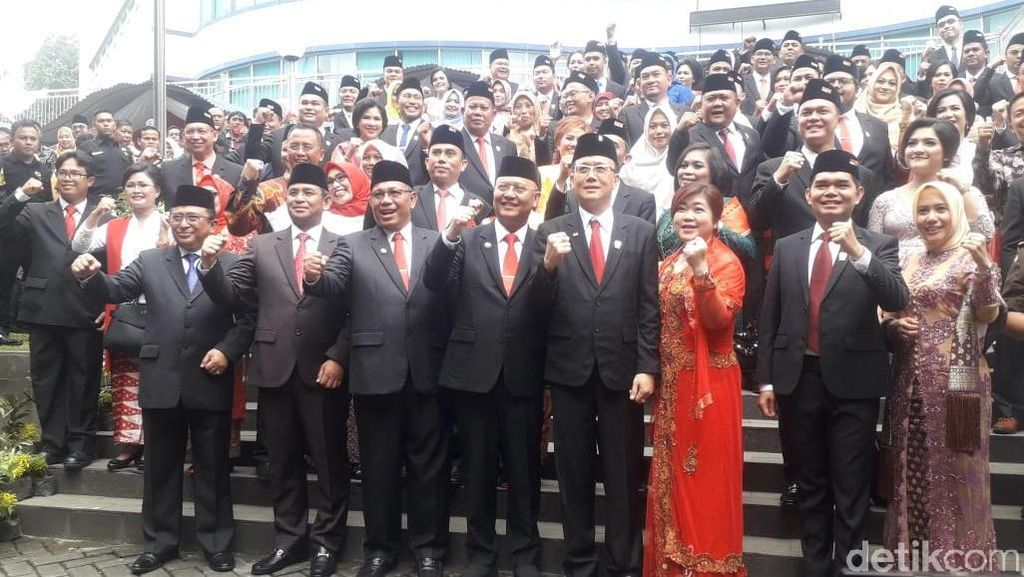 Sopir Ojol yang Jadi Anggota DPRD Medan Ini Janji Benahi Jalan-Parit