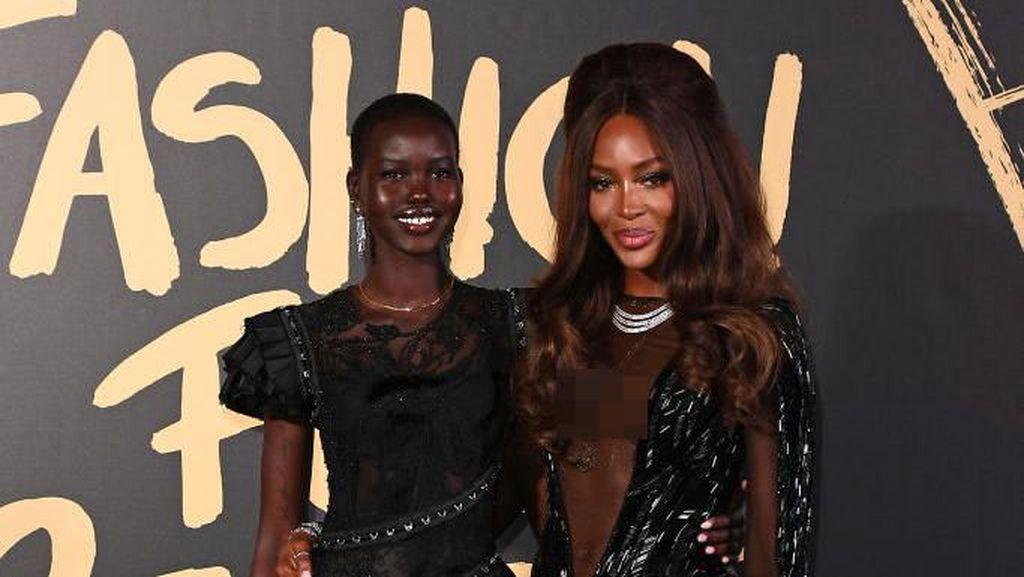 Foto: Gaya Naomi Campbell Pakai Naked Dress di Acara Amal