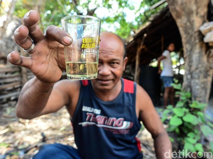 Sopi merupakan minuman tradisional beralkohol dari wilayah Nusa Tenggara Timur (NTT). Seperti apa proses pembuatan minuman ini? Yuk, lihat.