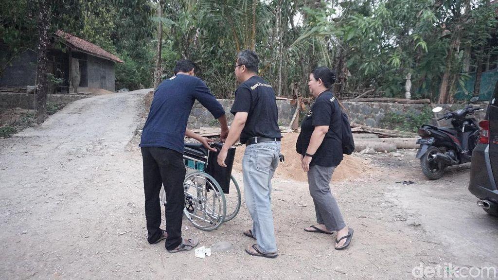 Tak Kenal Jam Kerja, Relawan Inkubator Gratis di Jonggol Standby 24 Jam