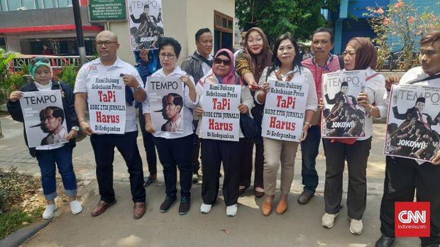 Protes Sampul Tempo Jokowi 'Pinokio', Relawan Datangi Dewan P
