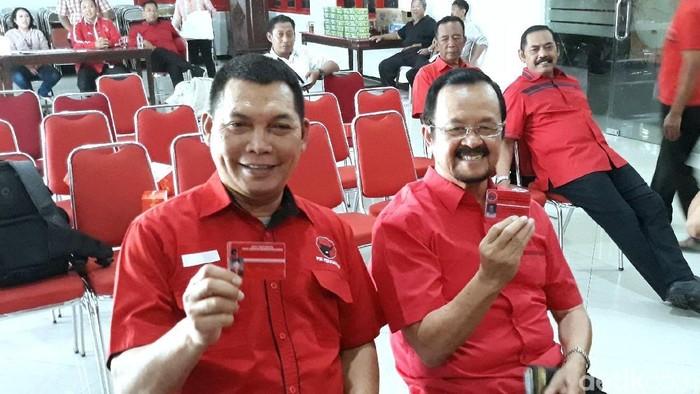 Pasangan Achmad Purnomo-Teguh Prakosa resmi mendaftarkan diri ke DPC PDIP Surakarta, (16/9/2019).
