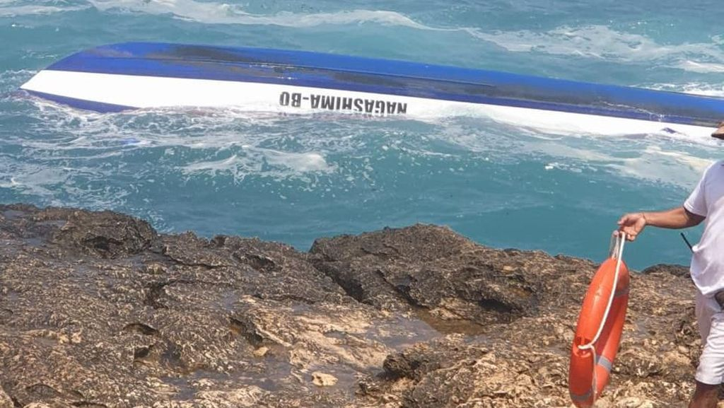Kapal Tenggelam Dihantam Ombak di Devils Tear Bali, 2 WNA Tewas