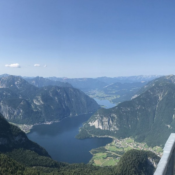 5 Fingers merupakan salah satu destinasi cantik di Austria. Jepretan Hannah di sana oke juga ya! (Instagram/hanblundell)
