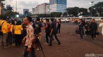 Usai Suarakan Tolak RKUHP, Massa di Depan Gedung DPR Bubarkan Diri