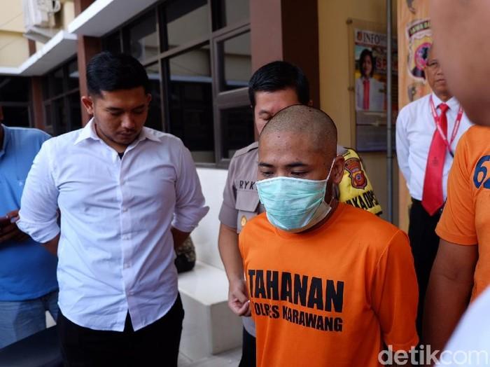 Pelaku pembunuhan di Karawang yang disebabkan oleh utang. (Luthfiana Awaluddin/detikcom)