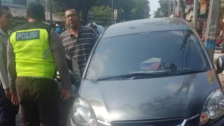 Viral Polisi Nemplok Mobil yang Melaju, Ini Cerita di Baliknya