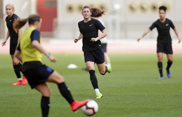 Hannah Blundell merupakan pemain berposisi sebagai bek di Chelsea FC Women dan timnas wanita Inggris (Instagram/hanblundell)