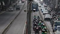 Kebanyakan Motor di Jalan? Pemerintah Gagal Sediakan Transportasi Publik, Sih