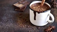 Cokelat vs Kopi, Mana yang Paling Baik Diminum di Pagi Hari?
