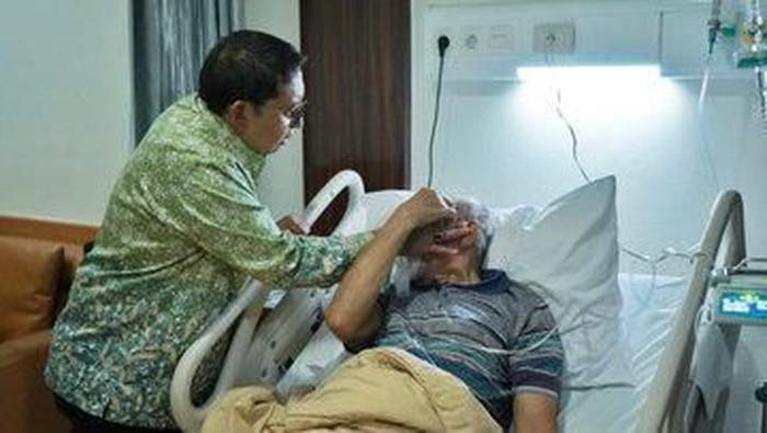 Kivlan Zen dirawat karena sakit (Foto: Twitter @fadlizon)