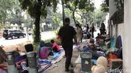 Pencari Suaka Balik ke Trotoar, Anies Carikan Lagi Tempat Tinggal Sementara