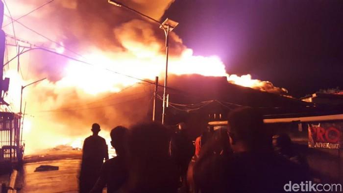 Ratusan rumah di Asmat, Papua, terbakar. (Wilpret/detikcom)