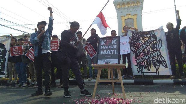 RUU KPK Disahkan, Jokowi Dianggap Boneka Koruptor