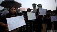 Revisi UU KPK Disahkan, Koalisi Masyarakat Berbaju Hitam Demo di DPR