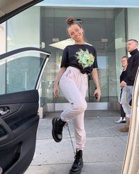 Tren VSCO Girl di Instagram, Gaya Remaja Pakai Kaus Kegedean dan Ikat Rambut