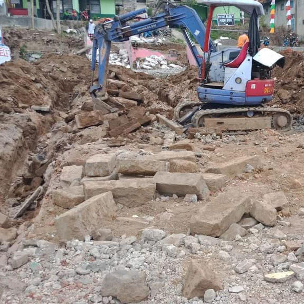 Ada Batuan Candi, Pembangunan Rest Area Dieng Diminta Disetop