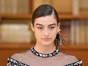 Baju Chanel Bisa Seharga Rumah, Penjahit Ungkap Pembuatannya yang Rumit