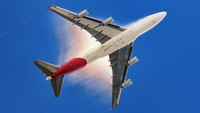 Marston mengatakan saat terbentuknya kondensasi dalam foto Qantas Boeing 747 ini menciptakan efek yang bagus. (Foto: Michael Marston ePixel Images/CNN)