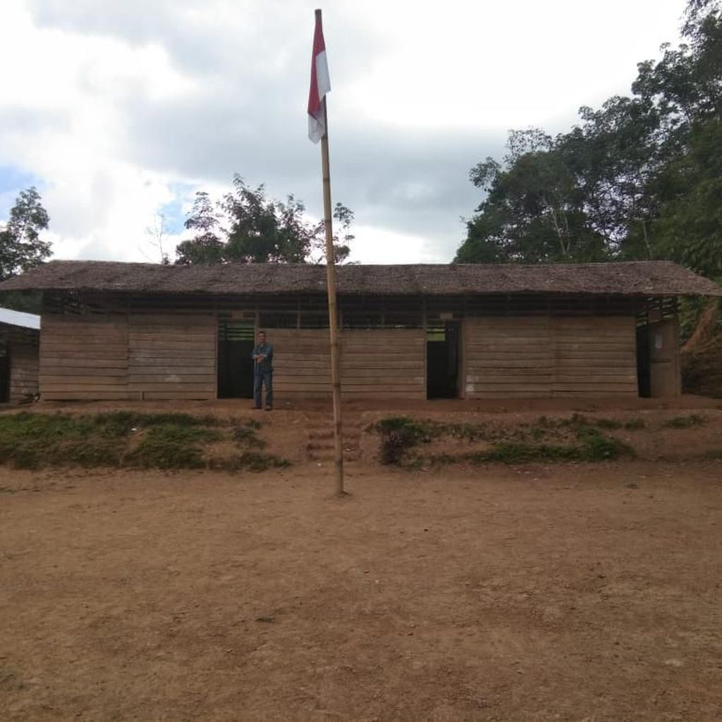 Atap Rumbia Bocor, Ratusan Siswa SMA N 3 Huruna Libur Bila Hujan