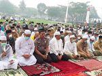 Sambil Pakai Masker, Warga Siak Riau Gelar Salat Minta Hujan