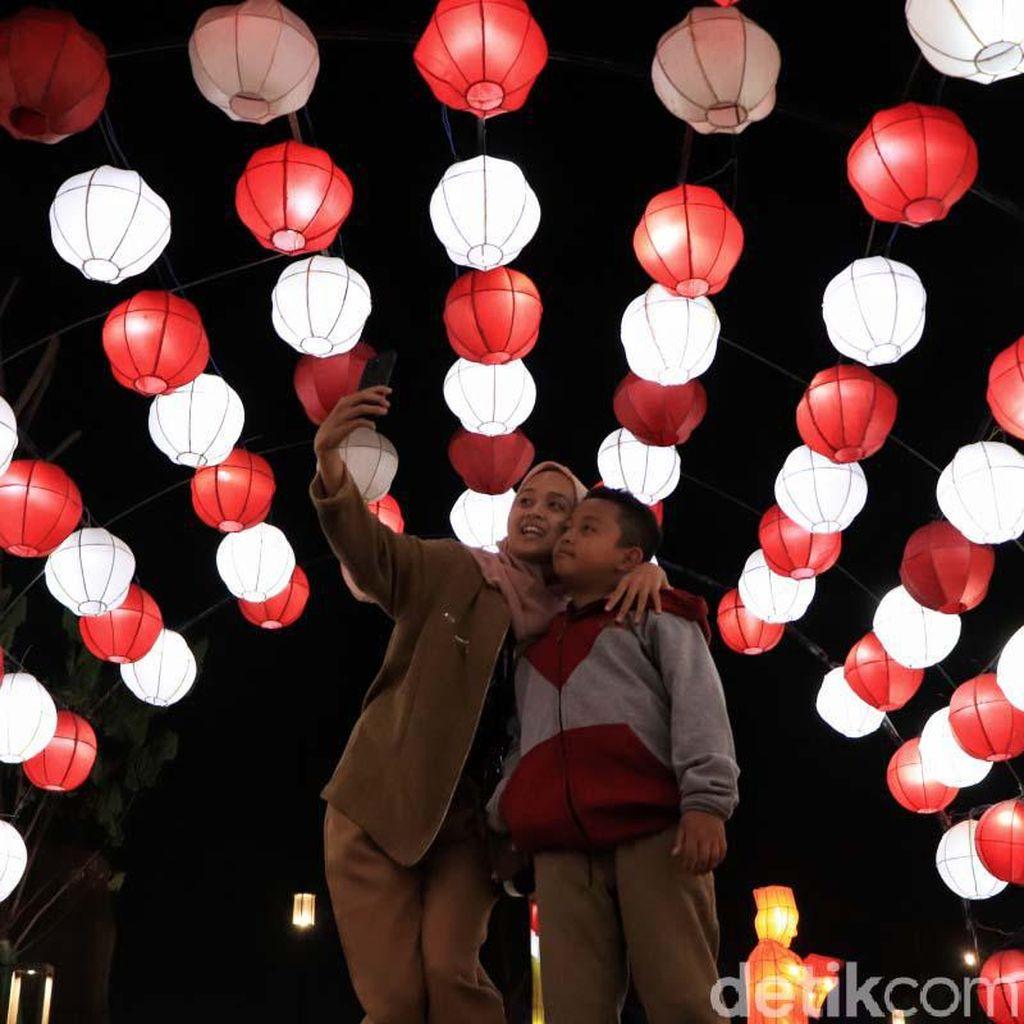 Menikmati Festival Cahaya di Kiara Artha Park Bandung