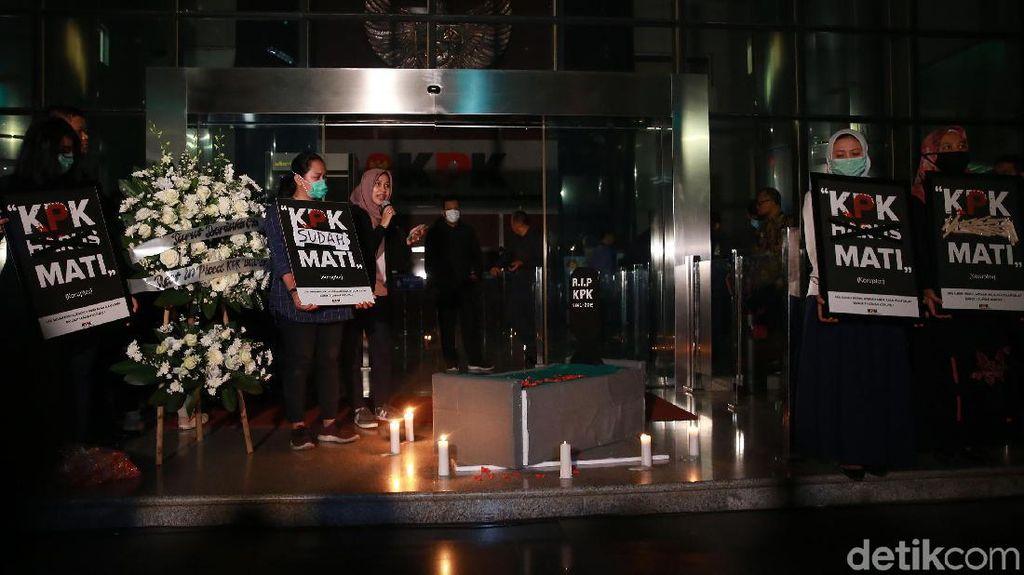 Setahun Reformasi Dikorupsi, Koalisi Sipil Ungkit Teatrikal Pemakaman KPK