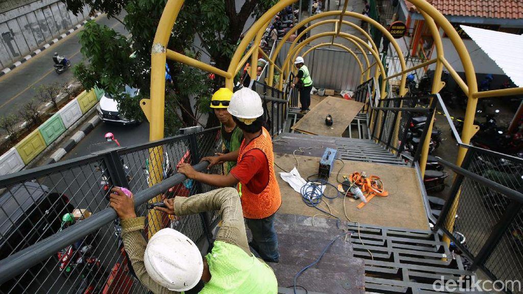Mengintip Progres Pembangunan JPO Pasar Minggu
