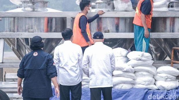Jokowi cek persiapan hujan buatan