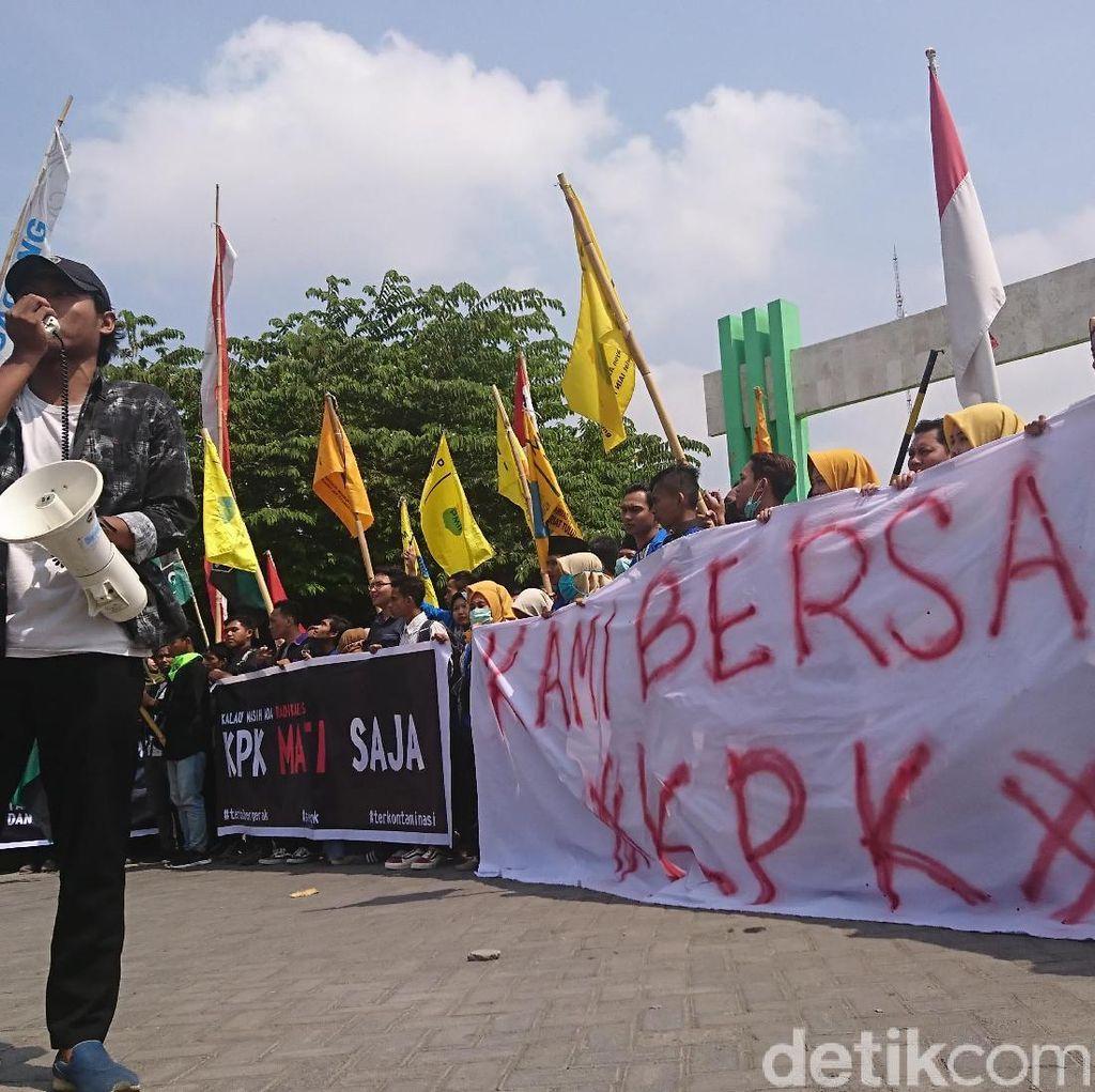 Aliansi Mahasiswa Tulungagung Demo Tolak Revisi UU KPK