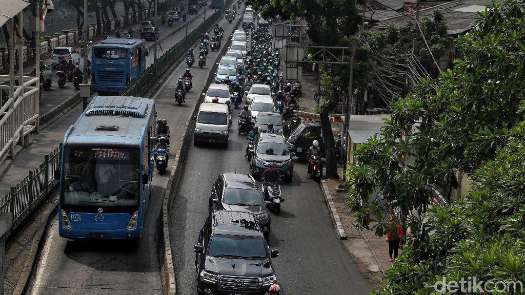Ada Demo di DPR, Sampai Kapan Rute TransJakarta Dialihkan?