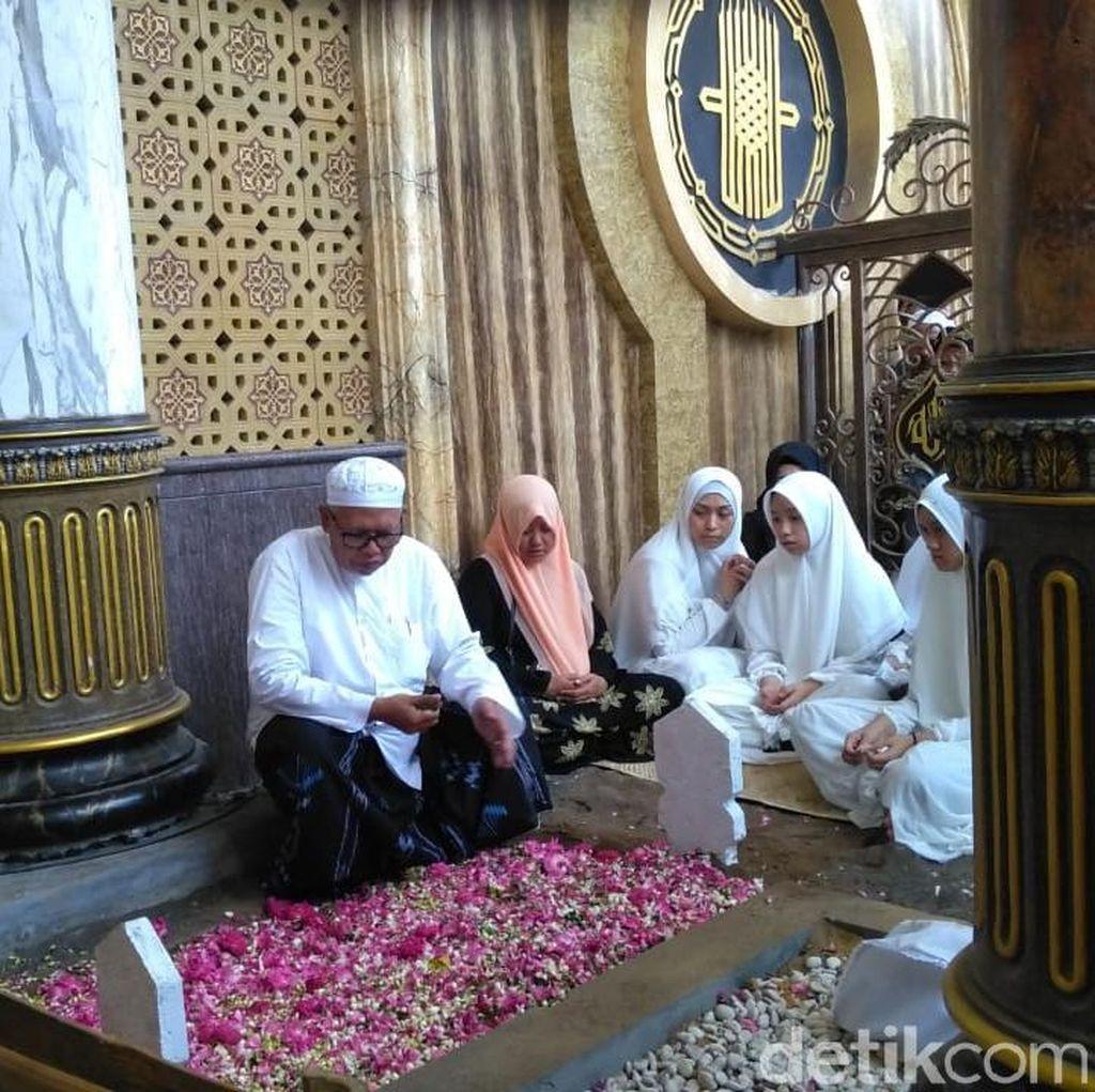 Fuad Amin Eks Bupati Bangkalan Dimakamkan di Pesarean Syaichona Mbah Kholil