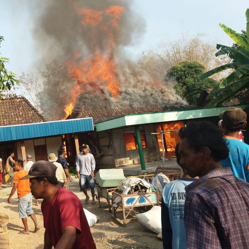 4 Rumah Warga dan Seekor Sapi Dilahap Si Jago Merah di Grobogan