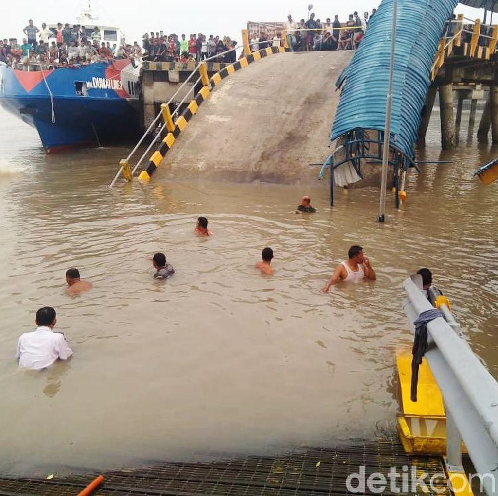 Penampakan Dermaga Ro-Ro yang Ambruk di Riau