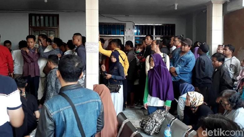 Pengobatan Ningsih Tinampi Makin Digandrungi, Polisi Bantu Pengamanan